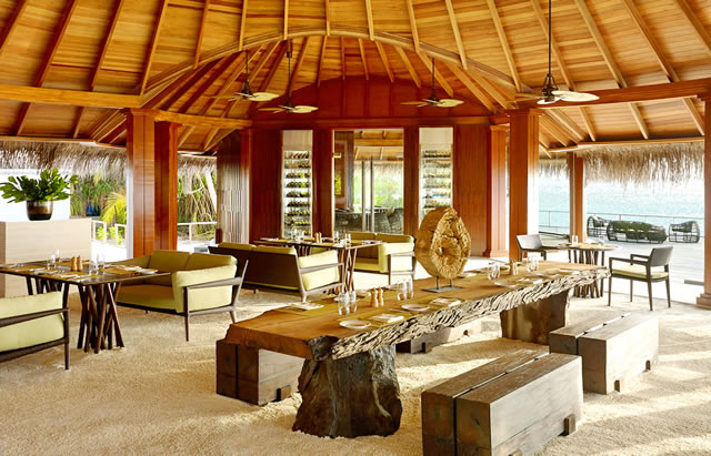 At Dusit Thani Maldives, culinary artistry meets relaxed barefoot luxury with a variety of fine dining experiences. With choices that range from international buffet to authentic Thai delicacies, these restaurants offer something for everyone among the natural beauty of the Maldives.