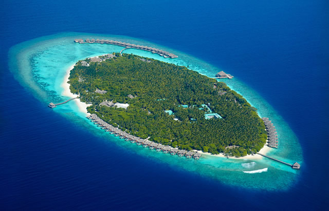 Experience world-class service at Dusit Thani Maldives