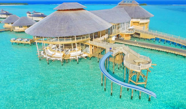 Featuring free WiFi and an outdoor pool, Meeru Island Resort & Spa offers accommodation in Meerufenfushi
