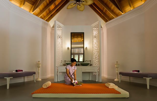 Located at The Dusit Thani Maldives, Mudhdhoo Island, Baa Atoll, northwest of Male, Devarana Spa Maldives brings its top of the line services to the breathtaking island. The spa encompasses six deluxe treatment pods which sit elevated amongst the island's palm trees and for those who prefer to keep their feet firmly on the ground; the spa has also developed two stunning ground level treatment rooms