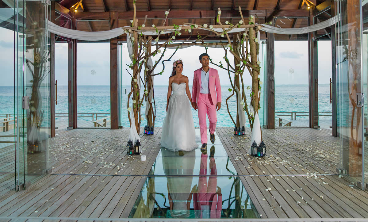 Overwater Fairy-tale Wedding Pavilion
