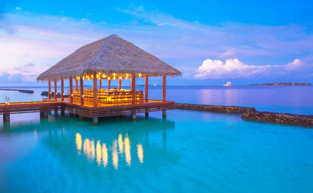 kurumba overwater restaurant