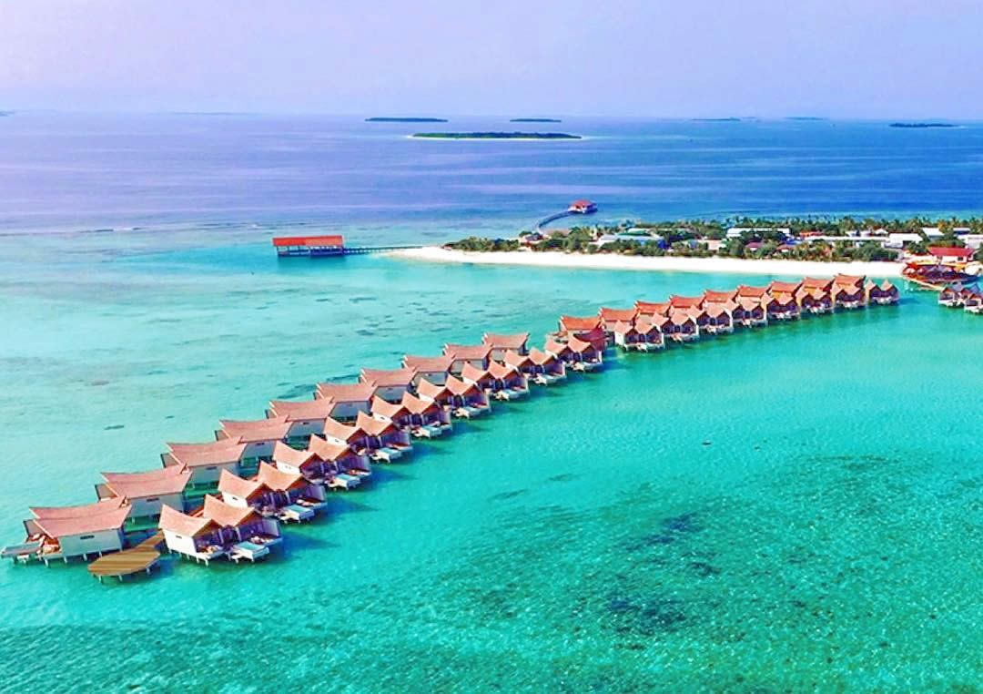 Mӧvenpick Resort Kuredhivaru Maldives water villas jetty