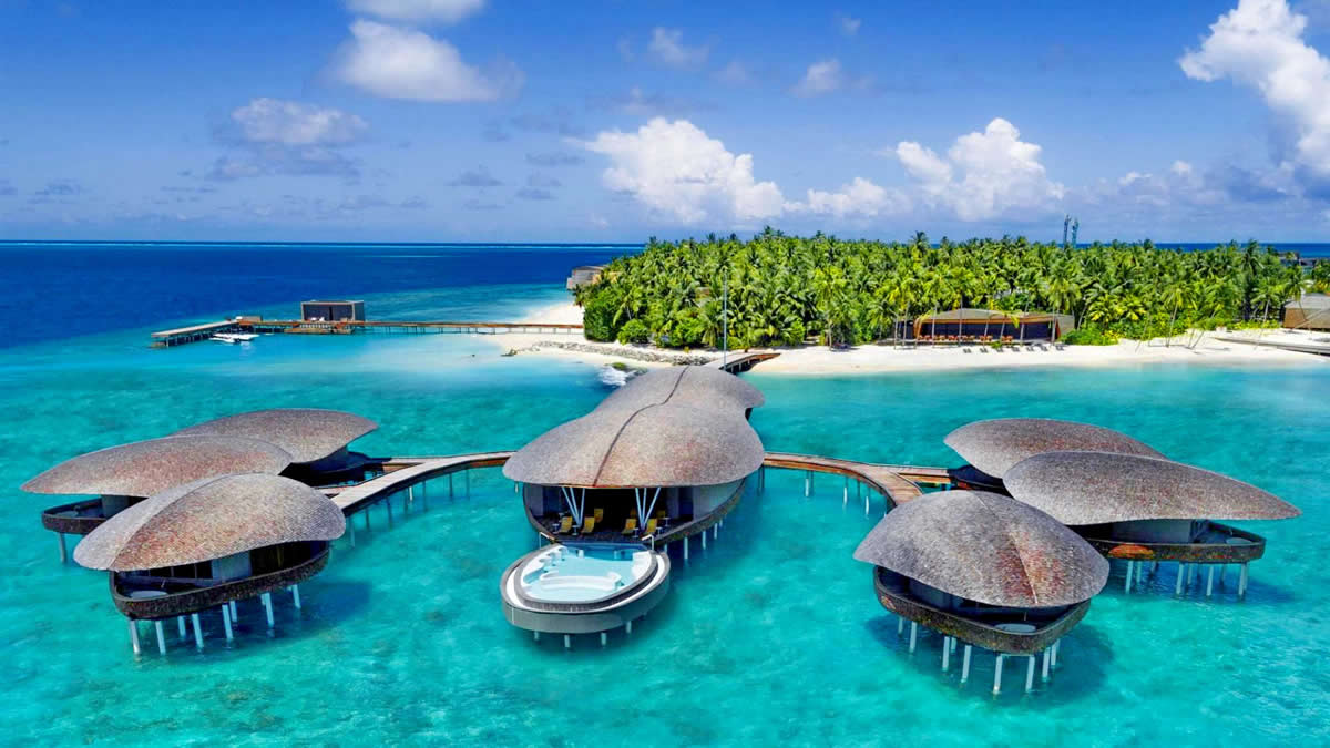 The St. Regis Maldives Vommuli Resort luxury escape in the Indian Ocean